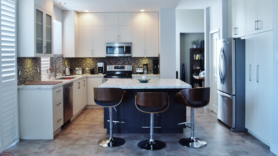 Modern White Custom Kitchen Cabinets